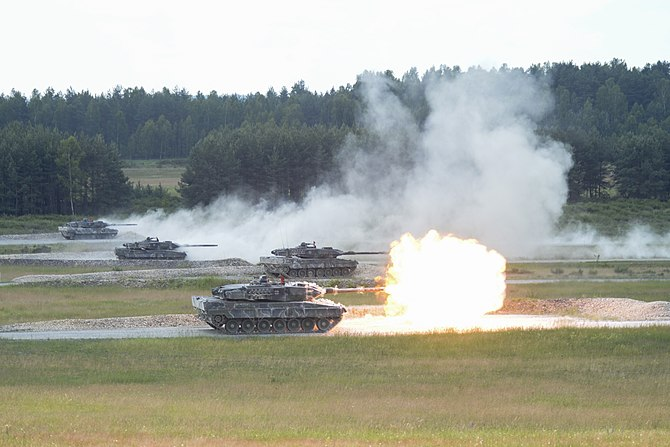A shoot-off between Leopard 2A6 tanks during the Strong Europe Tank Challenge, 2018. Strong Europe Tank Challenge 2018 (40964003420).jpg