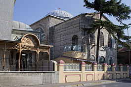 Surp Krikor Lusaveriç Church and Kuzguncuk Mosque in Kuzguncuk, Üsküdar 2.JPG