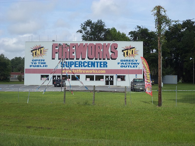 File:TNT Fireworks Supercenter, Jennings (East face).JPG