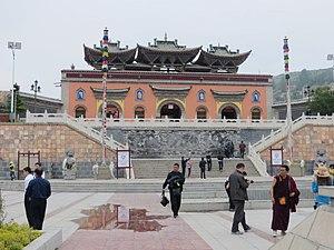 Huangzhong County - Image: Ta'ershi.Porte montagne centrale