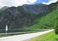Tafjordvegen Muldalsvika.JPG