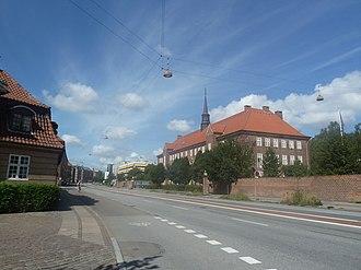 Tagensvej - Tagensvej with Metropolitan UC's main campus