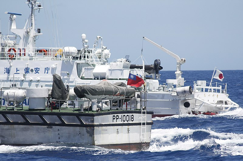 Taiwan and Japan Coast Guard 2012-09-25.jpg