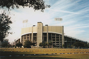 Wide Right (Buffalo Bills) - Image: Tampa Stadium 1