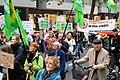 Teilnehmer der Demonstration für die Schließung Tegels (49065199966).jpg
