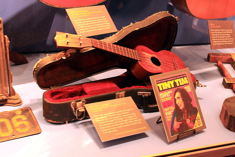 "File:Tiny Tim's Last Stand, C. F. Martin Soprano ""0"" Ukulele with Case (c.1930) - C.F. Martin Guitar Factory 2012-08-06 - 032.jpg"