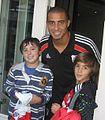 Tomas con su idolo Trezeguet y su amigo Leandro.jpg