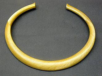 Elegant Bronze Age torc in striated gold, northern France, c. 1200-1000 BC, 794 grams Torque or strie.jpg