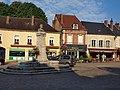 Toucy-FR-89-commerces place de la République-02.jpg