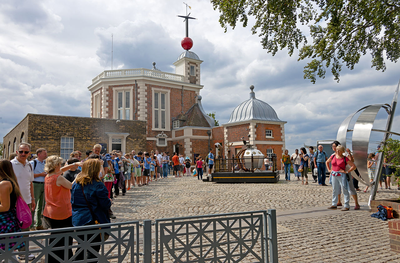 file tourists taking pictures at prime meridian monument greenwich observatory. Black Bedroom Furniture Sets. Home Design Ideas