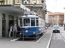Trieste: tram n. 402 sulla linea 2 in piazza Oberdan