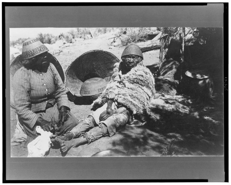 File:Two old Paiute Indian women with baskets and woven hats, one identified as Teha LCCN2002713058.tif