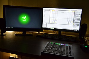 Immagine UP4RISE launchpad playing Set Up.jpg.