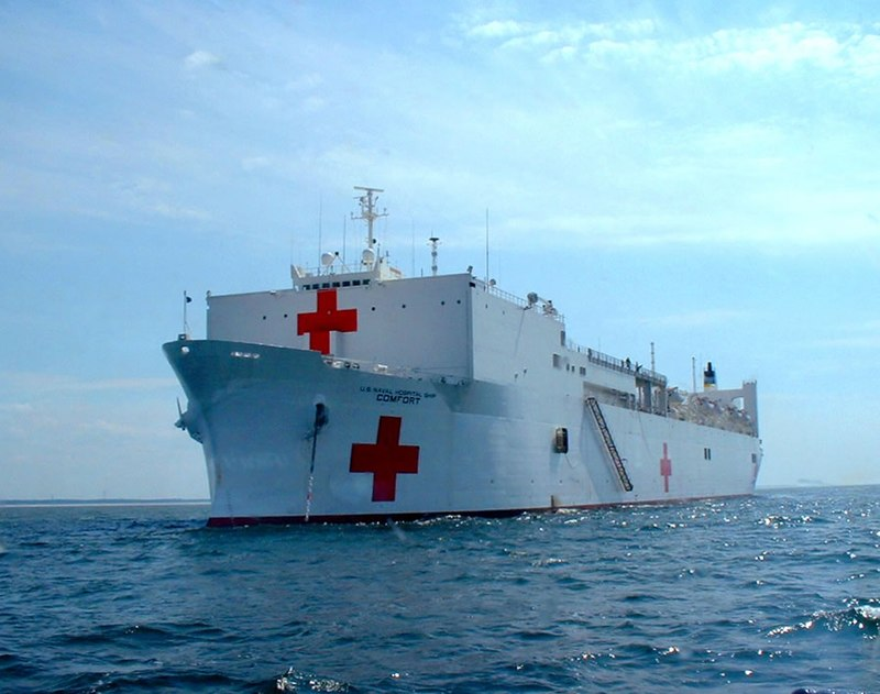 Das Hospitalschiff 800px-USNS_Comfort_vor_Littauen