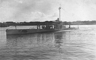 USS <i>R-5</i> (SS-82) 1918 R-class coastal and harbor defense submarine of the United States Navy