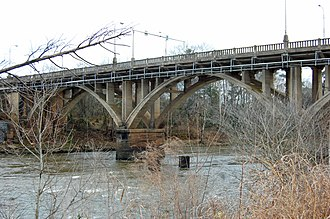 Flint River (Georgia) - The bridge of US 82 over the Flint River in Albany, Georgia