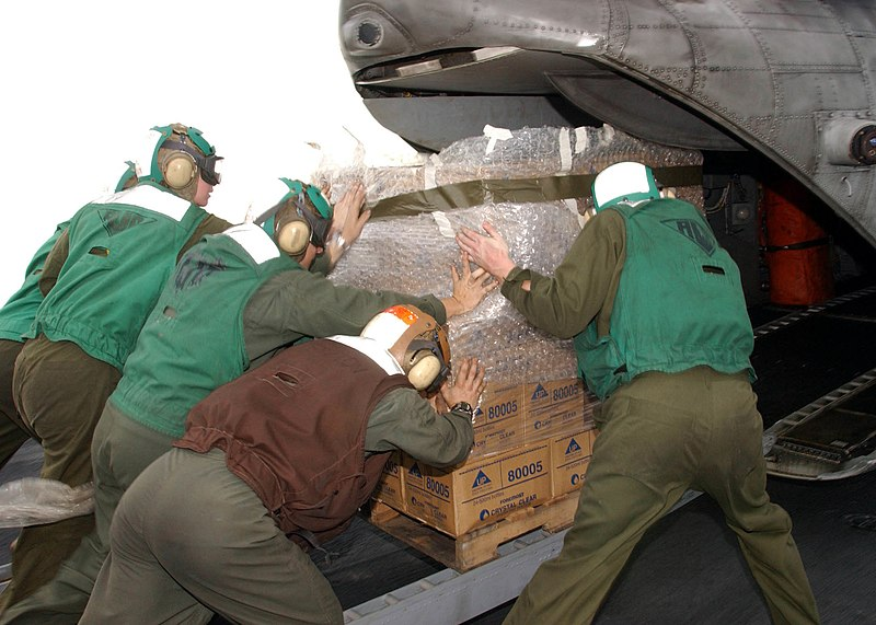 File:US Navy 050106-N-9214D-114 Marines assigned to the Combat Cargo division aboard the amphibious assault ship USS Bonhomme Richard (LHD 6), load pallets of bottled water into a Marine CH-46E Sea Knight helicopter.jpg