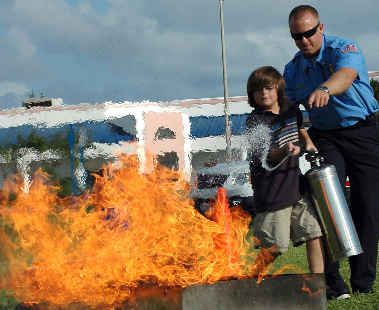 Niles Key West >> File:US Navy 081008-N-0311M-156 Richard Niles, a Naval Air Station Key West firefighter, teaches ...