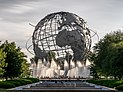 O Unisphere, uma grande escultura em globo de metal