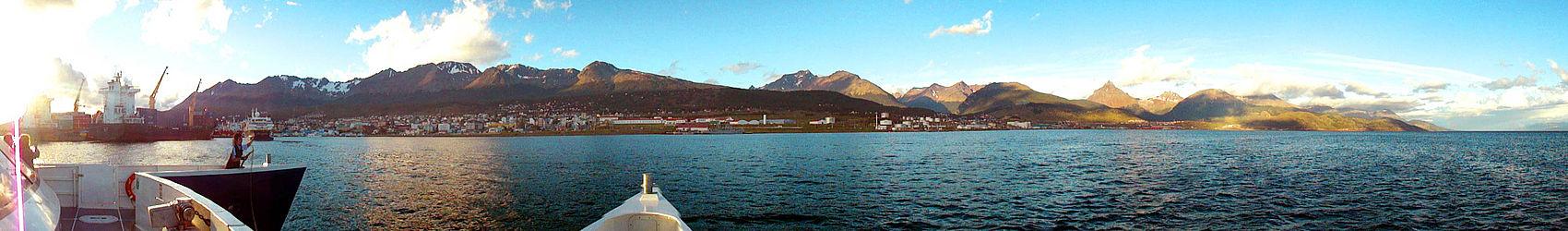 Vista panorâmica de Ushuaia desde o mar.