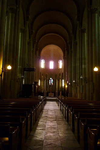 Valence Cathedral - Image: Valence Cathédrale Saint Apollinaire 150352