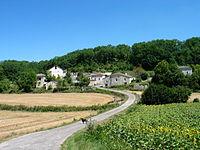 Valprionde 46800 Le village et l'église 03-08-2007.jpg