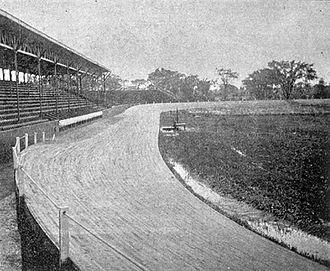Vélodrome de Queen's Park - Image: Velodrome QP,Fig.7F, piste,vue vers le nord,photo,1899