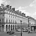 Verkeer op de Rue de Rivoli, Bestanddeelnr 254-0296.jpg