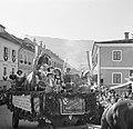 Versierde wagen met reclame voor Pongauer Bier in de optocht bij de oogstfeesten, Bestanddeelnr 254-1894.jpg
