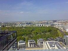 Veduta dal Bahnturm delle DB sul Tiergarten, il Reichstag e l'Hauptbahnhof