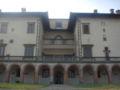 Villa di Poggio a Caiano, right 1.JPG