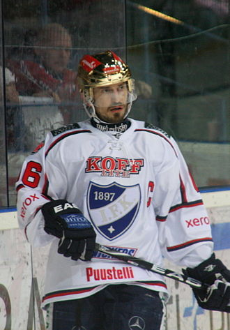 Ville Peltonen - Peltonen with his current team HIFK, wearing the golden helmet as the leading scorer of his team in 2011.