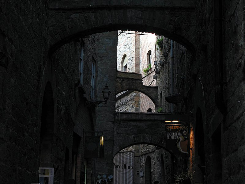 File:Volterra z06.JPG