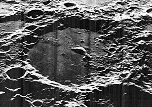 Von Kármán (lunar crater) - Oblique Lunar Orbiter 5 image, facing west