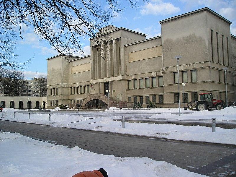 O que fazer em Kaunas: Vytautas museu de guerra.