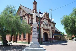 Warracknabeal War Memorial & Post Office.JPG