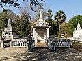 Wat Kampong Tralach Leu Stupa 04.jpg