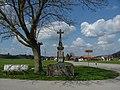 Wegkreuz im neugotischen Stil bei Blöcktach - panoramio.jpg