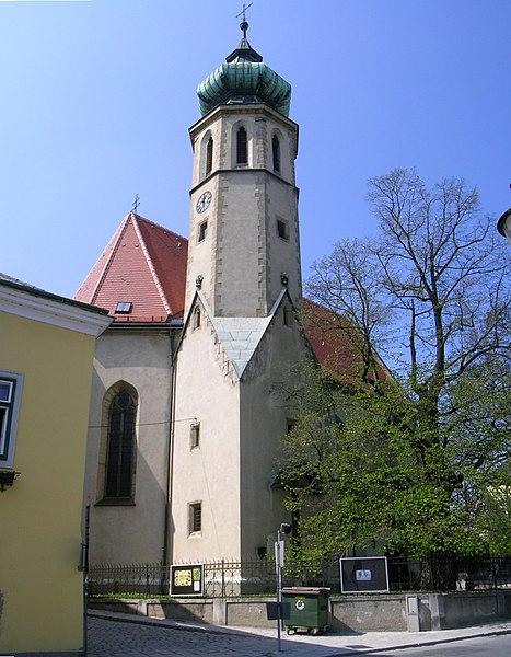 File:Wien-Grinzing Pfarrkirche 160405.JPG