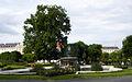 Wien-Innere Stadt - Volksgartenbrunnen und Morgenländische Platane.jpg