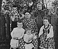 Wife of Stanisław Wyspiański with their children (-1907).jpg