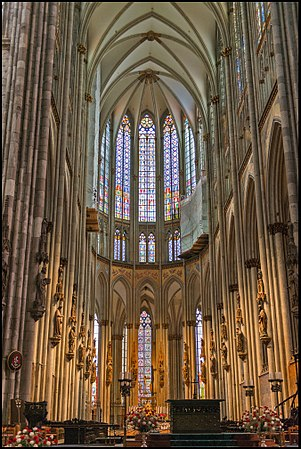 Wiki-01-Choir-of-Cologne-Cathedral-BF.jpg