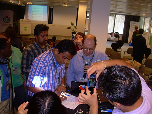 Wikimedia India signing the Berlin Agreement 002.JPG