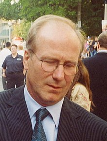 William Hurt (2005) (cropped).jpg