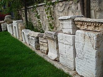 Isparta Province - Image: Yalvaç'taki antik kalıntılar