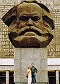 (Karl Marx Stadt), Karl Marx emlékmű a Brückenstrasse (Karl Marx Allee) és a Strasse der Nationen kereszteződésénél. Fortepan 75385.jpg