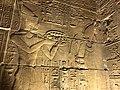 Égypte, Île Agilka, Complexe de Philae, Temple d'Isis, Salle hypostyle, bas-relief Pharaon et Osiris (49758235077).jpg