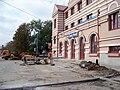 Český Brod, Krále Jiřího, vstup nádraží, práce na vozovce.jpg
