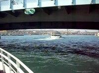 Dosya:İstanbul - Galata Köprüsü'nün altından geçiş - Şubat 2013.ogv