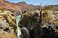 Řeka Kunene River v okolí vodopádů Epupa Falls - Namibie, Angola - panoramio.jpg